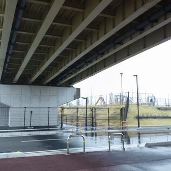 美南2丁目公園 橋の下